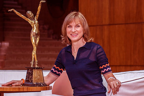 Image of Antiques Roadshow cast Fiona Bruce