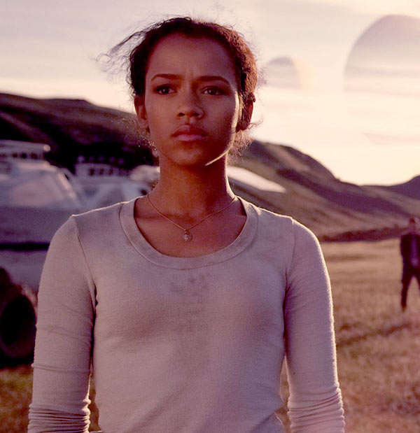 Image of Lost in Space Cast Taylor Russell