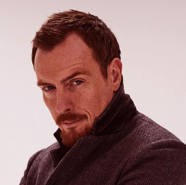 Image of Lost in Space Cast Toby Stephens