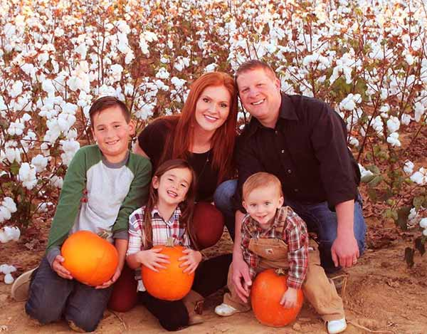 Image of Caption: Ashley Jones with her husband and three adorable children