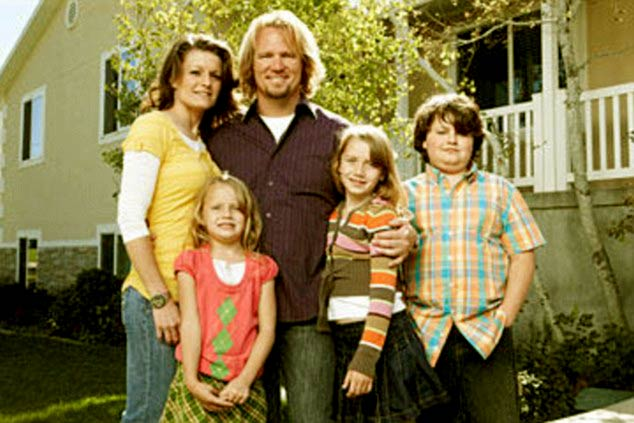 Image of Kody Brown and Robyn Brown with their three children