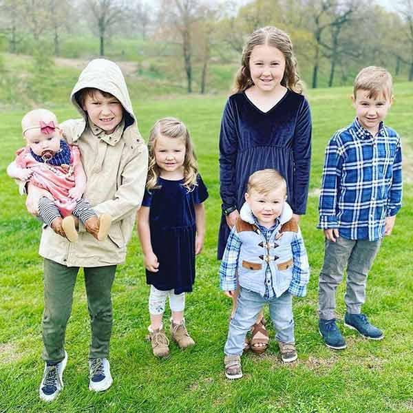 Image of Josh and Anna's six children